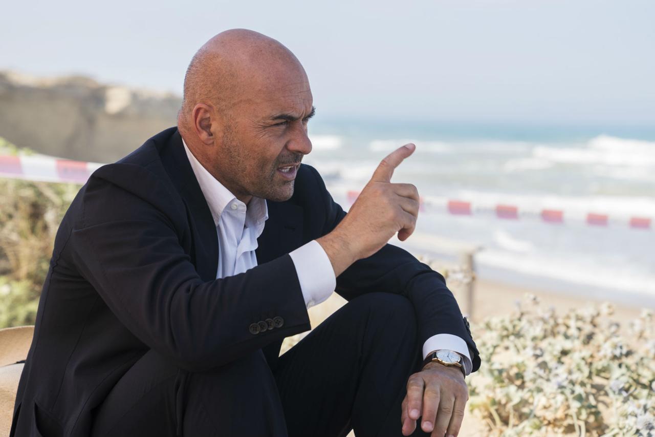 Luca Zingaretti interpreta Salvo Montalbano