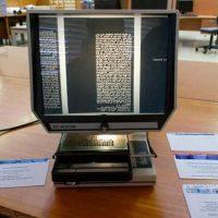 Lettore per microfiche (fonte InfoBloom)