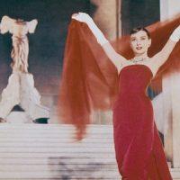 Audrey Hepburn al Louvre in Funny Face di Stanley Donen, 1957 - Photograph Paramount/Sportsphoto Ltd/Allstar
