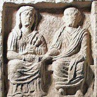 CIL V, 5985, stele con due coniugi che si tengono per mano_square