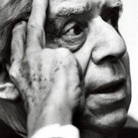 Montale Eugenio -scrittore premio Nobel fotogtrafato nella sua casa milanese 1975 Premio Nobel